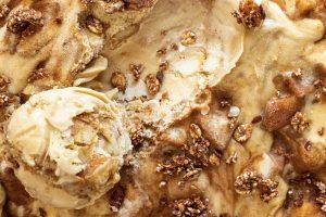 Apple pie Ice cream with Granola